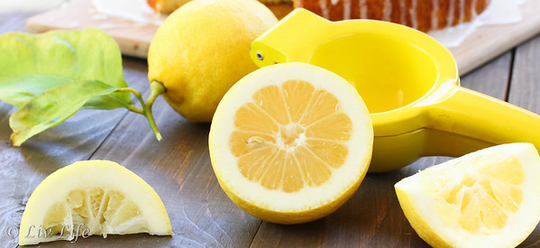 Sliced lemons