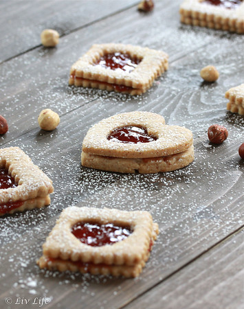 Linzer Cookies & 100 of the best cookie recipes for Christmas | PasstheSushi.com